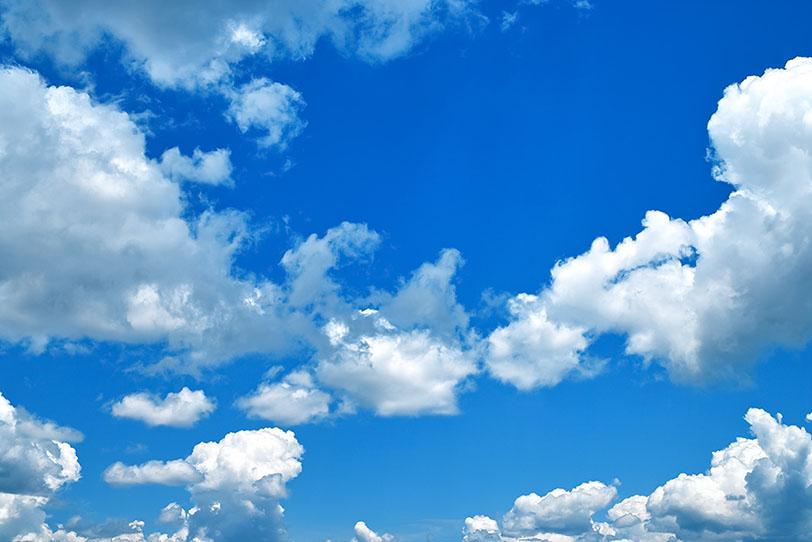 隼人は、そうしたいと言う誘惑に勝てず、大空に手をかざしてみた。